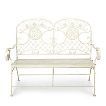 Amelie Bench