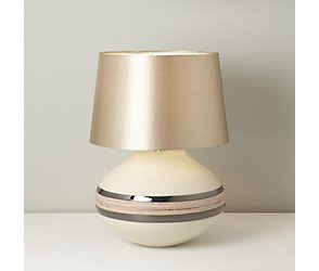 Drizzle urn table lamp